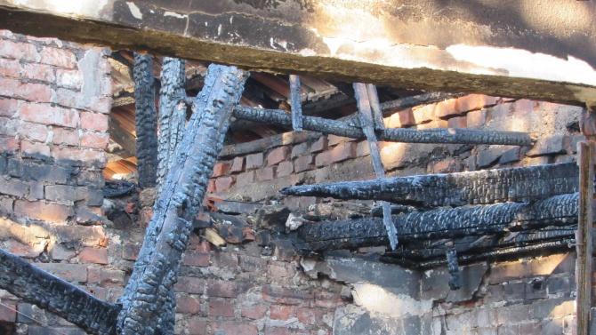 Община Момчилград помага на семейството, чието имущество изгоря при пожар
