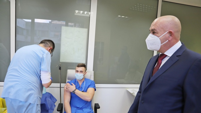 Още медици от ВМА се ваксинираха срещу COVID-19