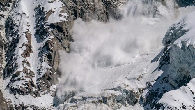 Внимание! Опасност от лавини в района на Банско