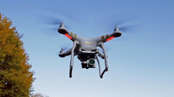 Иран изпробва дронове във военни учения