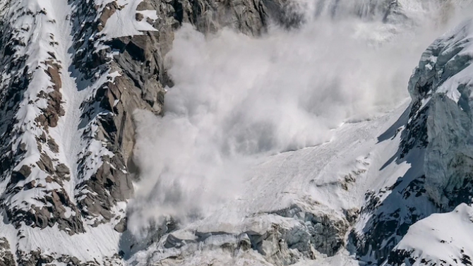 Лавина затрупа сноубордист в Пирин
