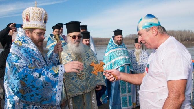 56-годишен русенец извади кръста от водите на Дунав край Силистра