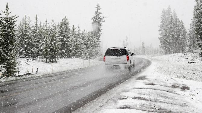АПИ призовава шофьорите да тръгват на път с автомобили, подготвени за зимни условия