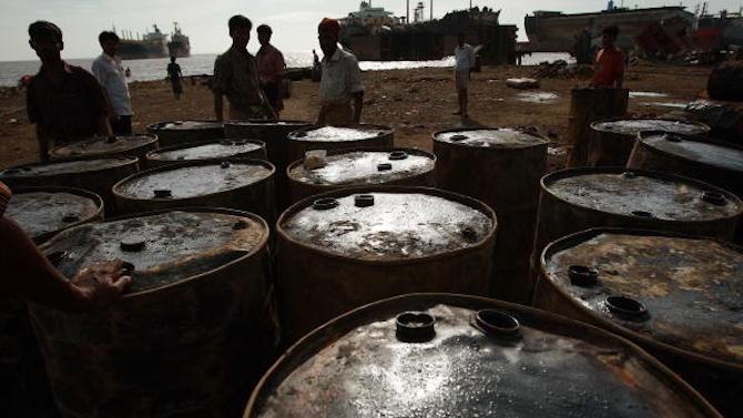 Петролът поскъпва към 11-месечни върхове след поредно намаляване на американските запаси