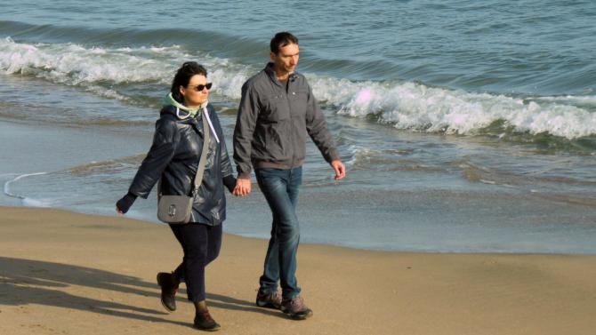 Пролетните температури на Ивановден изкараха бургазлии на плажа