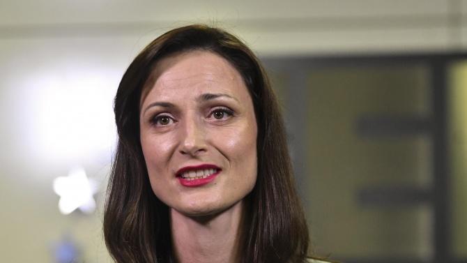 Мария Габриел: Не приемам критиките, че се бавим с доставките на ваксините