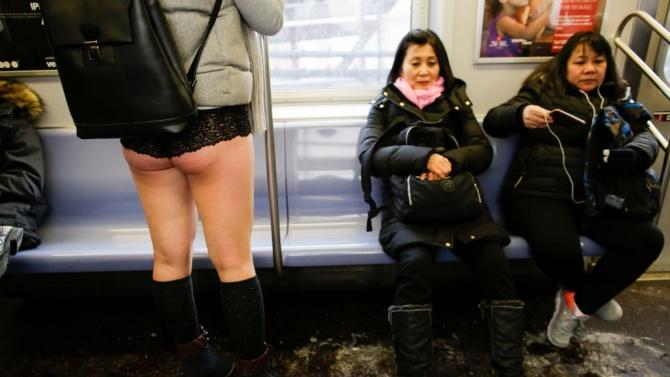 Заради пандемията отмениха традиционното пътуване по бельо в метрото