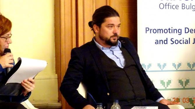 Д-р Страхил Делийски пред novini.bg: Нинова и кръжецът й си живеят в паралелни политически светове