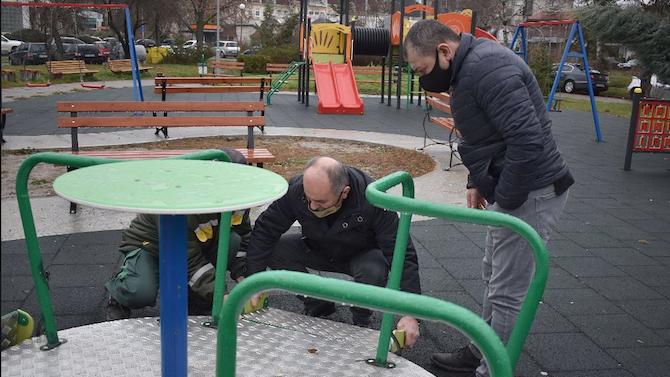 Вандали посегнаха отново на площадката за деца с увреждания в Разград