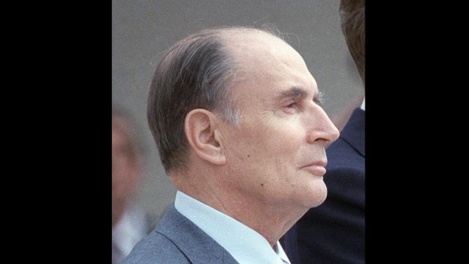 Франция отбеляза 25-ата годишнина от кончината на Франсоа Митеран