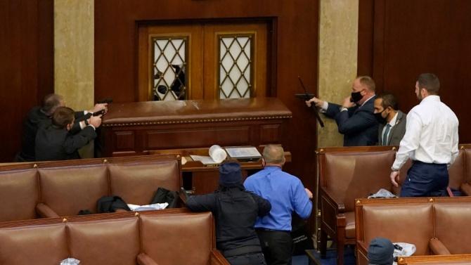 Задигнали лаптоп от офиса на Нанси Пелоси при щурма на Капитолия