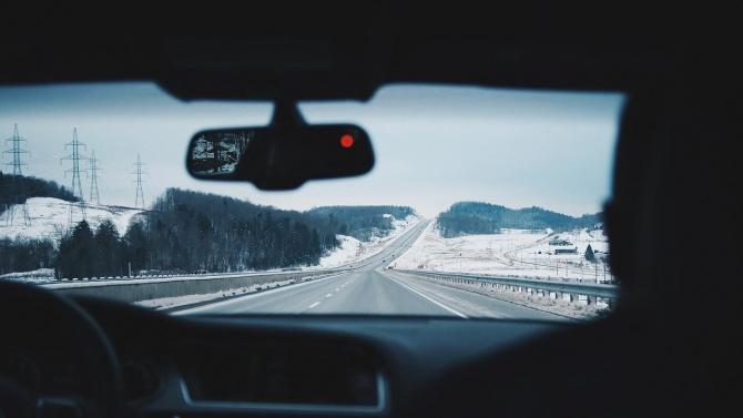 АПИ към шофьорите: Тръгвайте на път само, ако колите са подготвени за зимата