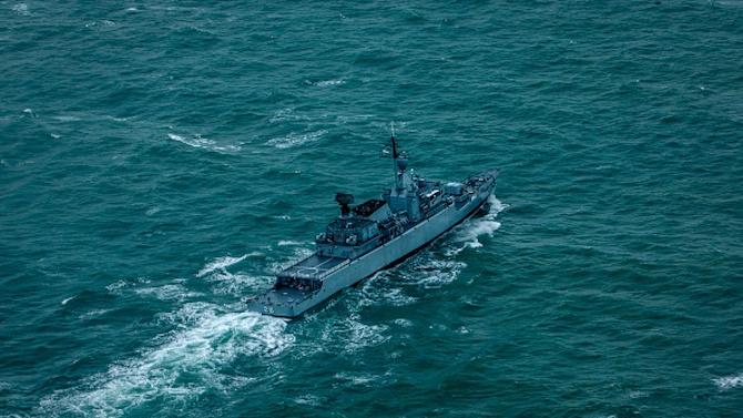 Издирват останки от пътническия самолет, паднал край остров Лаки в Яванско море