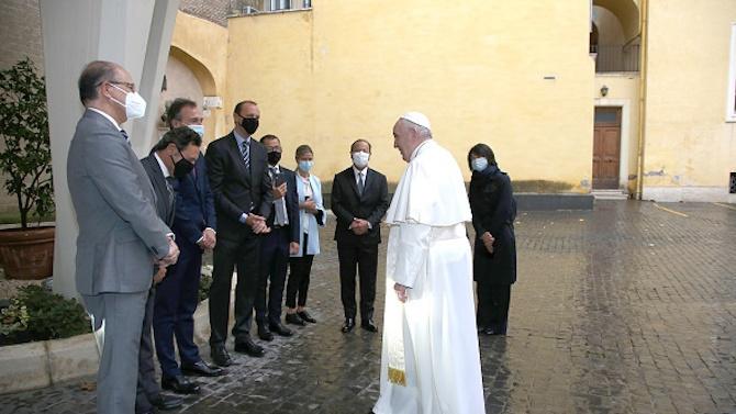 Папа Франциск смята за етичен дълг на всеки да се ваксинира срещу COVID-19