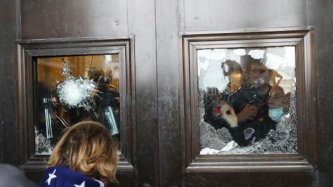 Вижте видео от стрелбата в Капитолия, при която бе убита жена