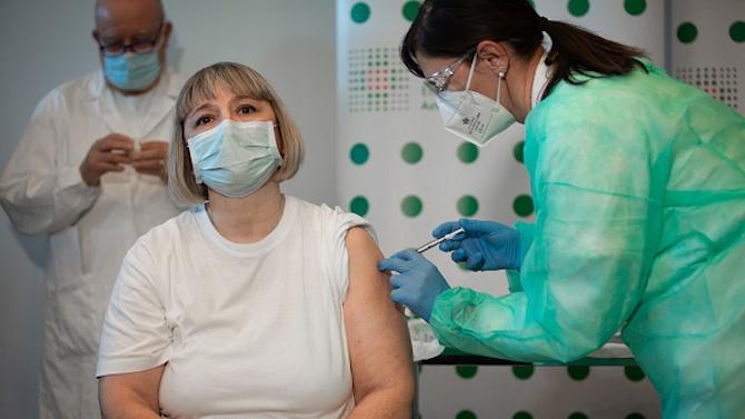 Италия ваксинира над половин милион души срещу COVID-19
