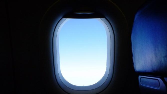 Индонезия засече сигнали, които може да идват от черната кутия на изчезналия самолет