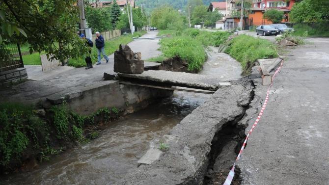 Продължителните валежи предизвикаха срутище в района на село Филипово