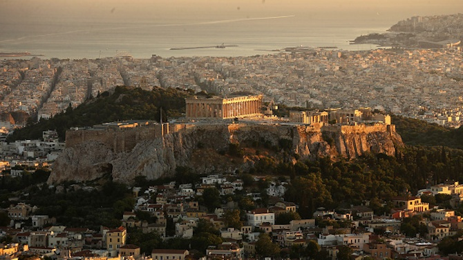 Гърците се отправиха днес към плажовете и парковете в момент,