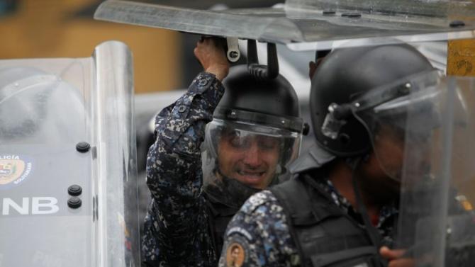 Най-малко 23-ма убити при сблъсъци между венецуелската полиция и престъпни банди в Каракас