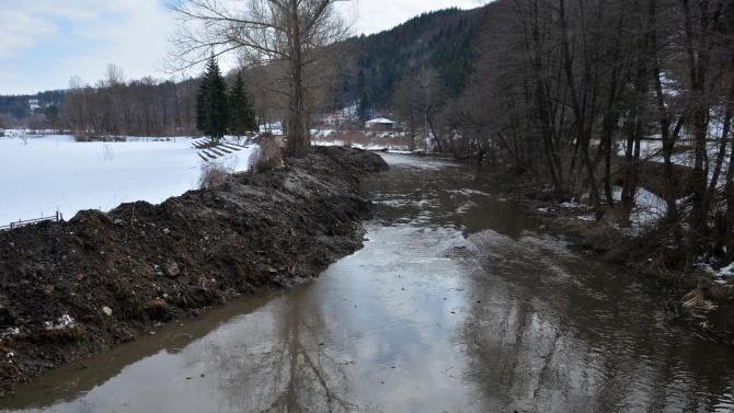 Река Ерма преля в землището на Трън