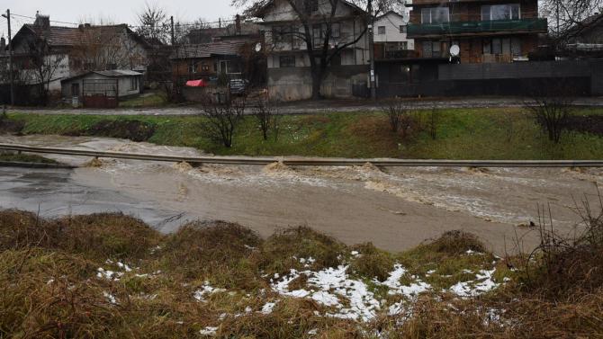 Пожарникарите в Перник са реагирали на 30 сигнала заради падналите обилни валежи