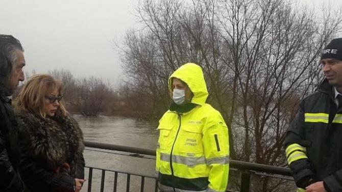 Критична ситуация в Нови Искър, Фандъкова проверява на място