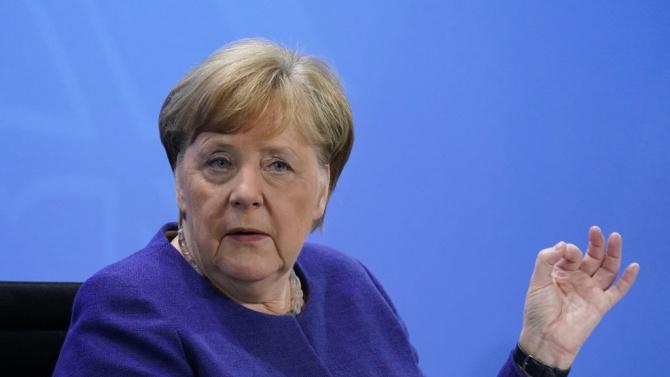 """Меркел смята блокирането на акаунта на Тръмп в Туитър за """"проблемно"""""""