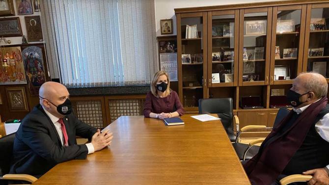 Иван Гешев се срещна с дядото на 8-годишното момче, открито мъртво в Мездра