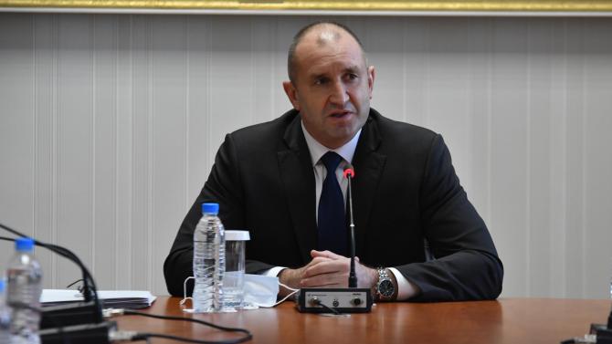 Румен Радев започва срещи с парламентарно представените партии