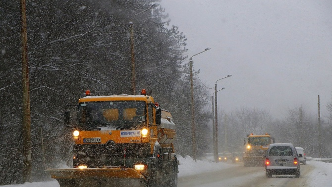 Снеговалежът във Великотърновско е силен, чистят усилено главните улици