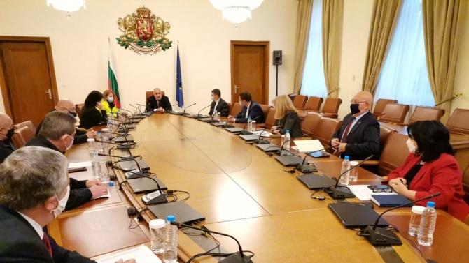 Ситуацията в страната се нормализира, институциите са в  готовност за незабавна реакция , докладваха на премиера Борисов