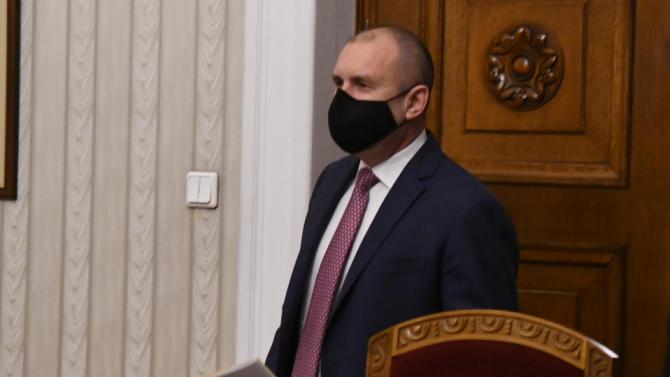 Румен Радев проведе телефонен разговор с главен комисар Николай Николов