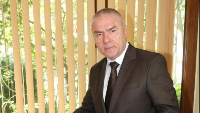 Веселин Марешки за Радев: Не знаем кой дърпа конците на този човек