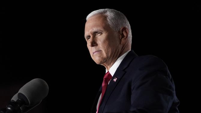 Майк Пенс отказа да се позове на 25-ата поправка, за да отстрани Тръмп от президентския пост