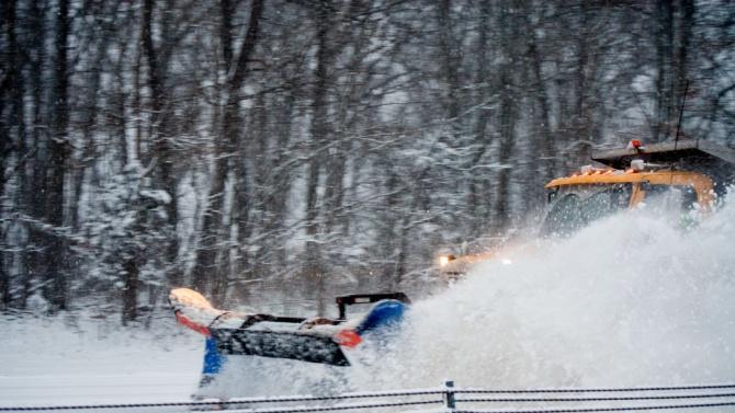 Пътят към ГКПП-Кардам се почиства от сняг