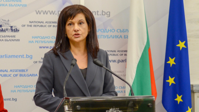 Дариткова към депутатите: Да вземем пример от хората, които спасяваха, вместо да коментират