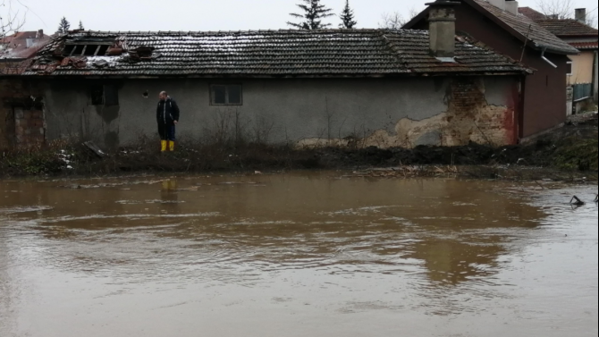 Компенсации за фермерите с наводнени ниви