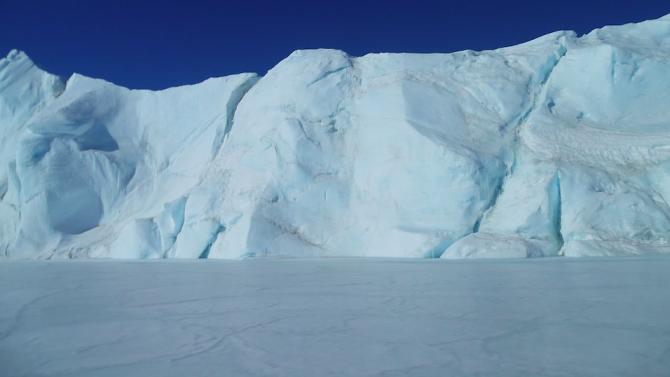 Учени създадоха робот от лед за изследване на Антарктида и други планети
