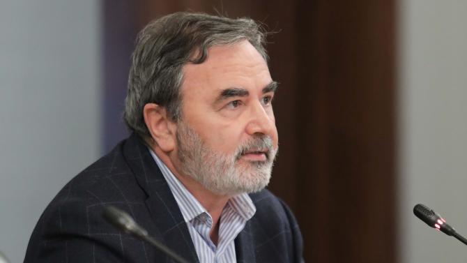 В Министерския съвет министърът на здравеопазването проф. Костадин Ангелов, главният