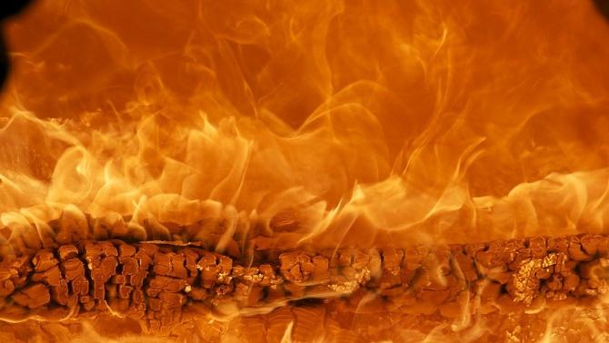 Пожар в барака заради печка