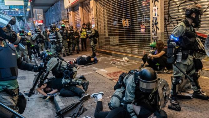 Хонконгската полиция арестува 11 души във връзка с опит за бягство на опозиционни активисти