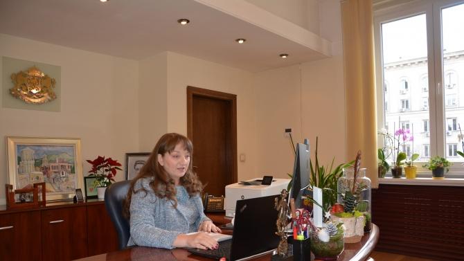Сачева обяви нова помощ за над 52 000 българи в риск