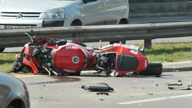 Много пиян мотоциклетист едва не се уби в Стара Загора