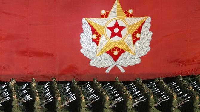 В Северна Корея се провежда военен парад в чест на конгреса на управляващата партия