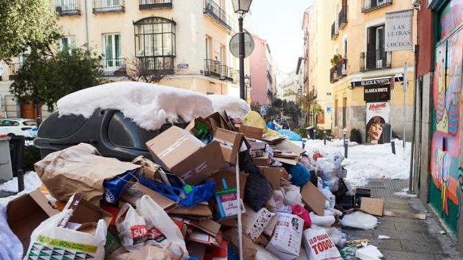 Мадрид потъна в тонове боклуци