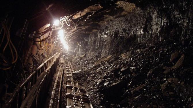 Един миньор е загинал, а четирима са ранени при срутване