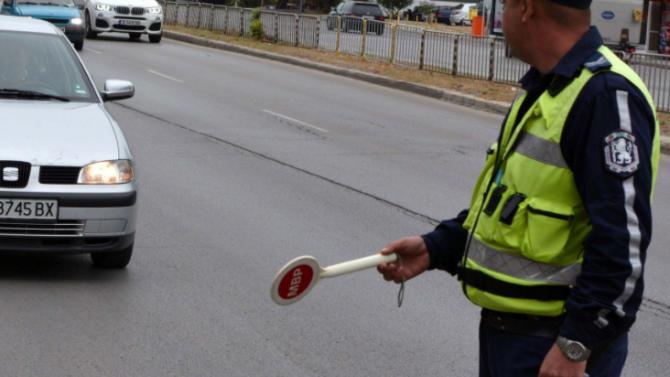 Полицаи спипаха пиян шофьор, оказа се, че е избягал от карантина
