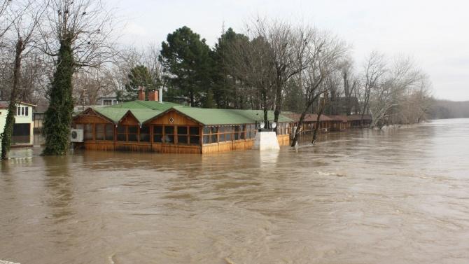 Нивото на река Тунджа край Елхово продължава да се покачва