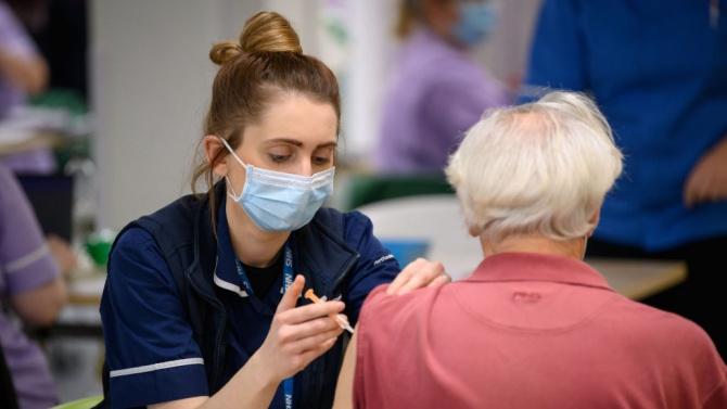 Имунолог: Какво ще обясните, когато по-възрастните ваксинирани почнат да умират?